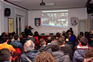Ignazzitto mostra alcuni video didattici