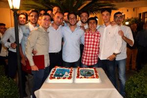 Foto di gruppo dei giovani premiati